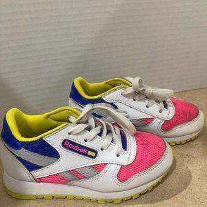 Reebok classic sneakers kids size 9. White pink